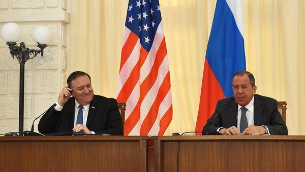 Министр иностранных дел РФ Сергей Лавров (справа) и госсекретарь США Майк Помпео - Sputnik Беларусь