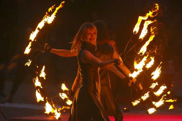 Фаер-шоу - фестиваль огня Феникс 2019 - Sputnik Беларусь