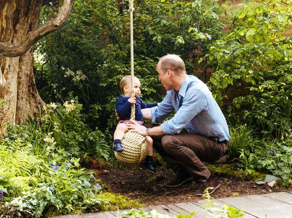 Принц Уильям с сыном принцем Луи - Sputnik Беларусь