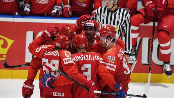 Игроки сборной России радуются забитой в ворота Швеции - Sputnik Беларусь