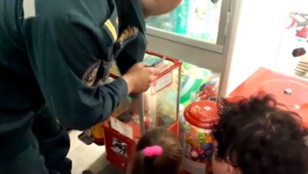Девочка застряла в аппарате с игрушками в Рогачеве - Sputnik Беларусь