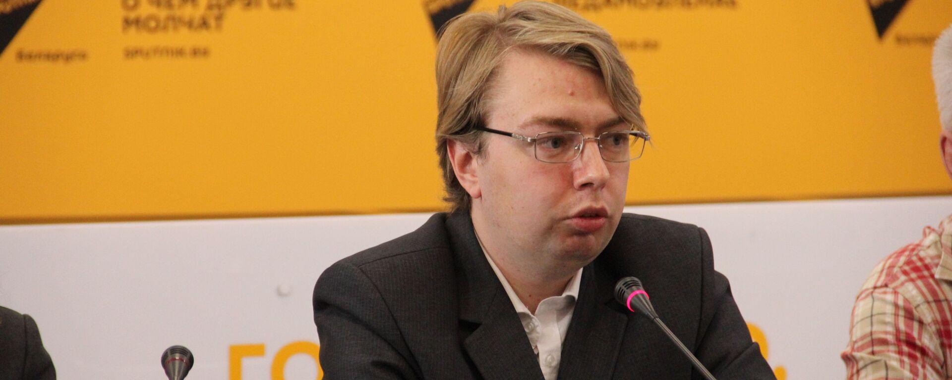 Политолог Александр Носович на круглом столе в пресс-центре Sputnik  - Sputnik Беларусь, 1920, 25.05.2021