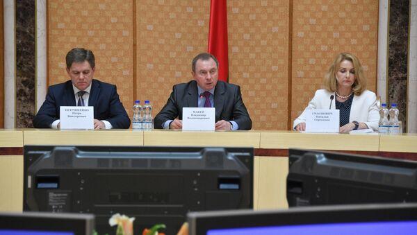 Министр иностранных дел Беларуси Владимир Макей (в центре) - Sputnik Беларусь