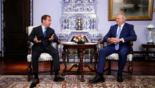 Председатель правительства РФ Дмитрий Медведев и премьер-министр Беларуси Сергей Румас - Sputnik Беларусь