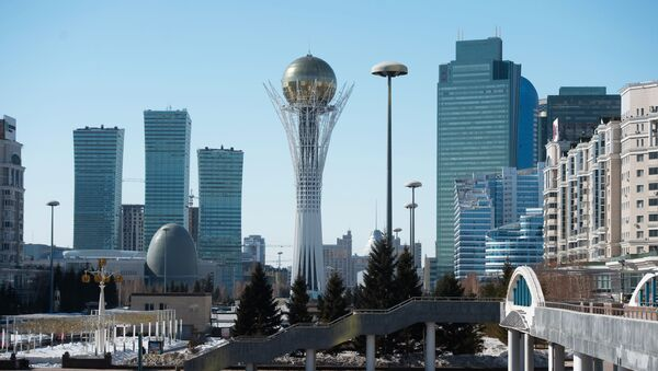 Нур-Султан, манумент Астана-Байцерэк (у цэнтры) - Sputnik Беларусь