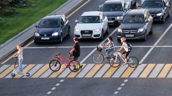 Самокаты недавно появились в Минске и уже соревнуются по популярности с велосипедами - Sputnik Беларусь