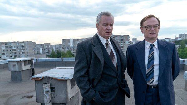 Стеллан Скарсгард и Джаред Харрис в сериале Чернобыль - Sputnik Беларусь