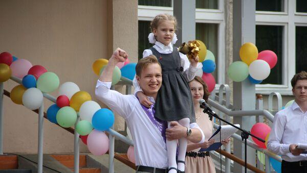 Последний звонок в средней школе №121  - Sputnik Беларусь