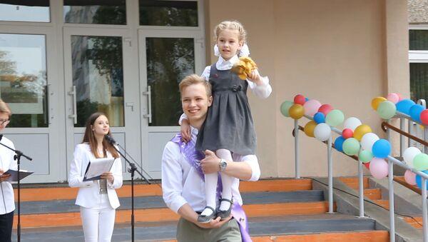 Видеофакт: последний звонок прозвенел во всех школах Минска - Sputnik Беларусь