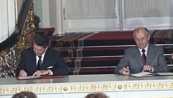 Церемония обмена ратификационными грамотами о введении в действии советско-американского договора о ликвидации ракет средней и меньшей дальности - Sputnik Беларусь