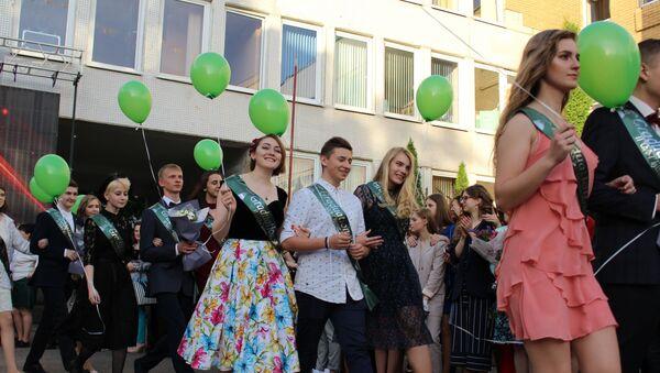Выпускныя ў Мінску: як прайшло самае рамантычнае школьнае свята - Sputnik Беларусь
