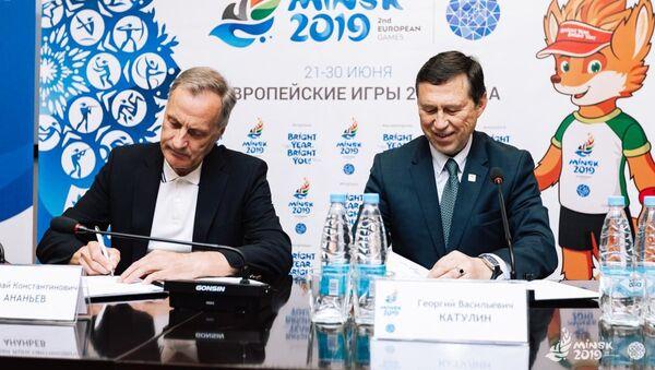 Директор Минск-Арены Николай Ананьев (слева) и глава дирекции Европейских игр-2019 Георгий Катулин - Sputnik Беларусь