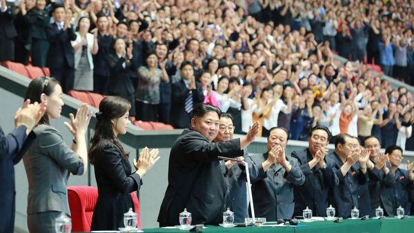 Ким Чен Ын на стадионе в Пхеньяне - Sputnik Беларусь