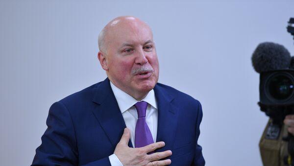 Посол России Дмитрий Мезенцев в мультимедийном пресс-центре Sputnik - Sputnik Беларусь
