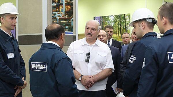 Президент Беларуси Александра Лукашенко с рабочим визитом на Нафтане - Sputnik Беларусь