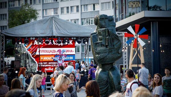Фотафакт: у Мінску з'явілася скульптура Восіпа Цадкіна - Sputnik Беларусь