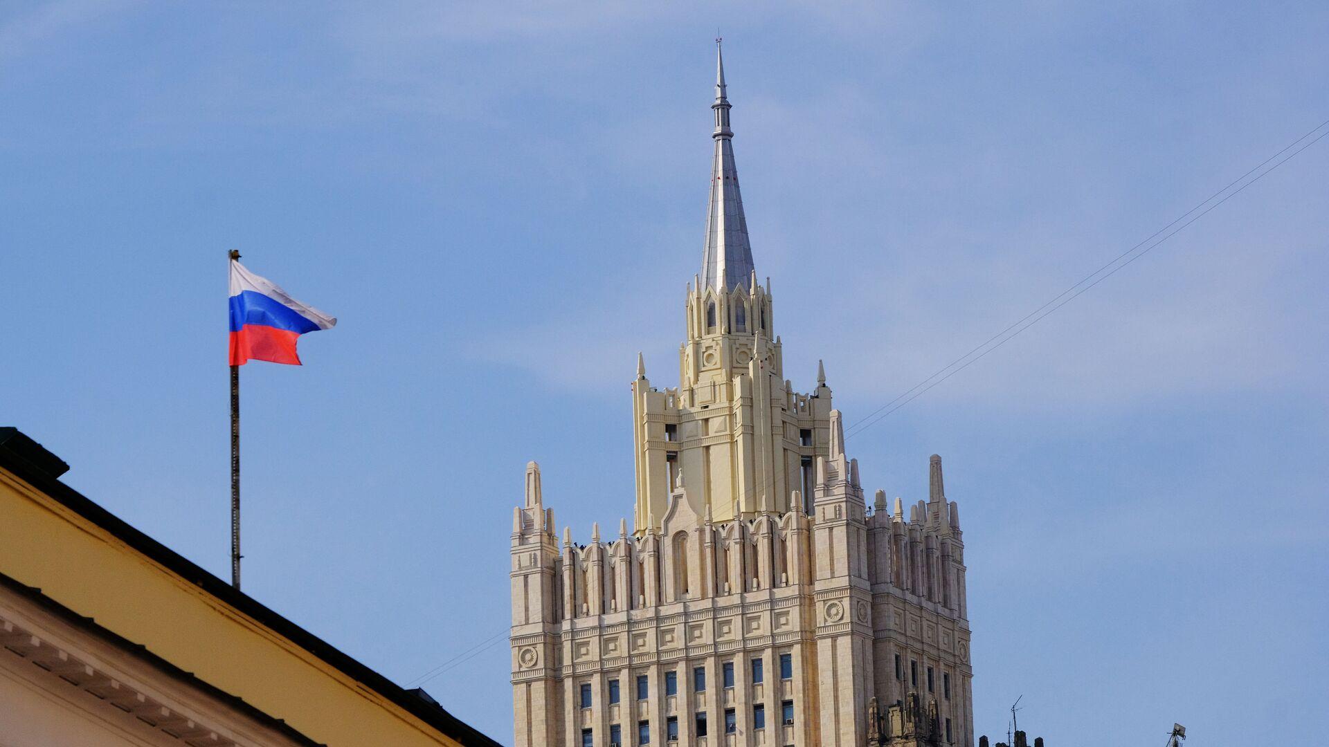 Здание министерства иностранных дел РФ на Смоленской-Сенной площади в Москве - Sputnik Беларусь, 1920, 25.09.2021