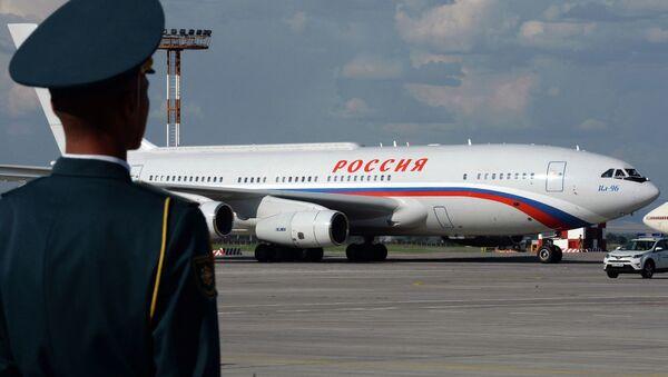 Российский лидер Владимир Путин прилетел на Ил-96 - Sputnik Беларусь