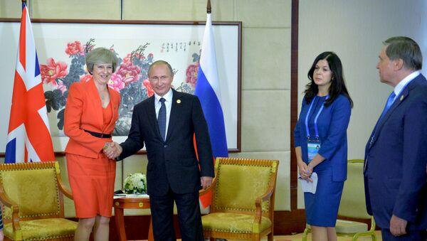 Владимир Путин и Тереза Мэй во время встречи в рамках саммита Группы двадцати G20 в Ханчжоу, 2016 год - Sputnik Беларусь
