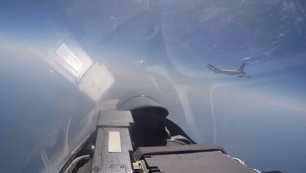 Министерство обороны показало перехват стратегических бомбардировщиков B-52H ВВС США  - Sputnik Беларусь