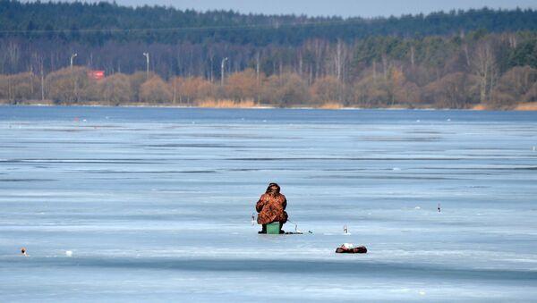 Подледная рыбалка на Минском море - Sputnik Беларусь