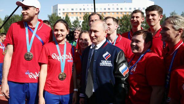 Владимир Путин встретился с российскими спортменами - Sputnik Беларусь