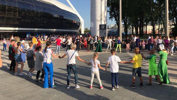 Танцы у стадиона Динамо - Sputnik Беларусь