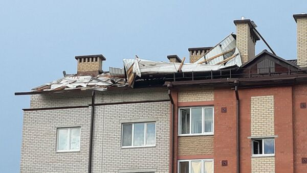 В Иваново ветер сорвал часть крыши с многоквартирного дома - Sputnik Беларусь