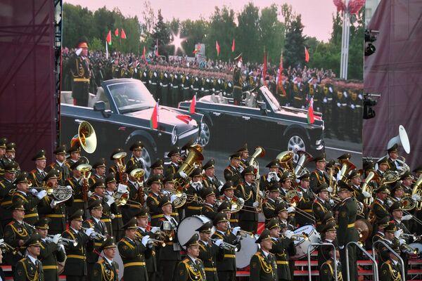 Парад у Дзень Незалежнасці пачаўся вечарам а 21-й. - Sputnik Беларусь