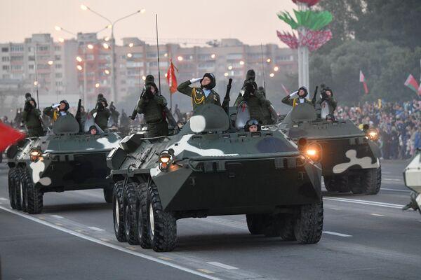 У складзе механізаванай калоны прыняло ўдзел больш за 280 адзінак тэхнікі. - Sputnik Беларусь