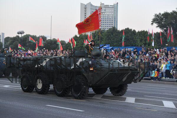 Прайшла таксама калона бронетранспарцёраў, якія прайшлі глыбокую мадэрнізацыю. - Sputnik Беларусь