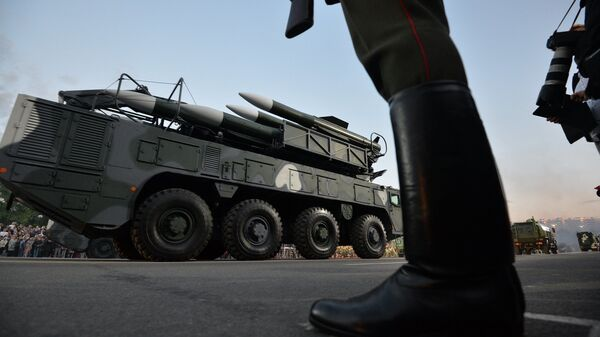 Дэманстрацыя ваеннай тэхнікі падчас парада у Дзень незалежнасці - Sputnik Беларусь