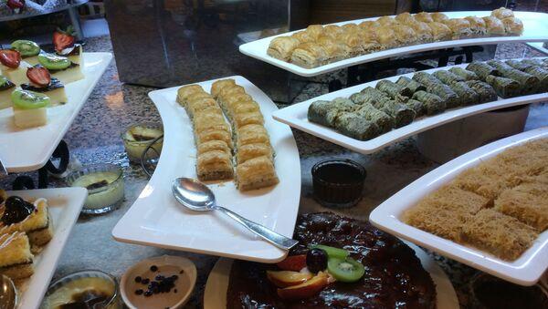 Восточные сладости в кафе одного из отелей Антальи - Sputnik Беларусь