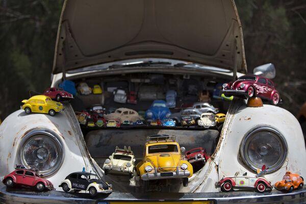 Модели Volkswagen Жук во время ежегодного сбора Клуба Жуков в Якуме, центральный Израиль. - Sputnik Беларусь