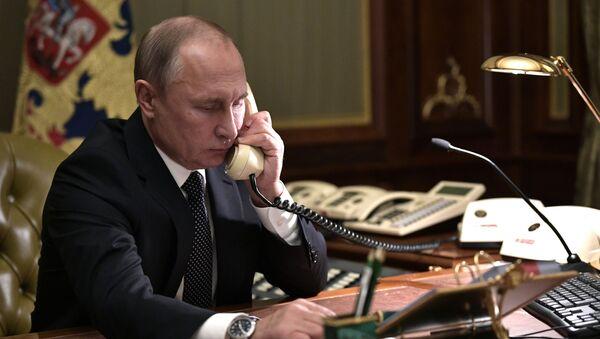 Прэзідэнт Расіі Уладзімір Пуцін падчас тэлефоннай размовы - Sputnik Беларусь