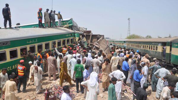 Железнодорожная авария на севере Пакистана - Sputnik Беларусь