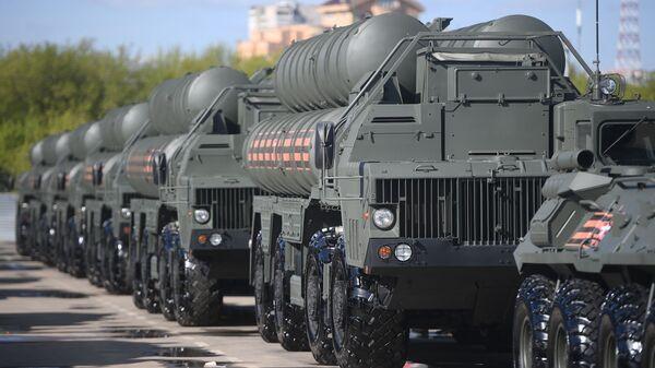 Зенитные ракетные комплексы С-400 Триумф  - Sputnik Беларусь