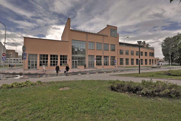Фабрику-кухню интересно обходить с разных сторон, ведь с одного ракурса похожее по форме на паровоз строение сложно рассмотреть. - Sputnik Беларусь