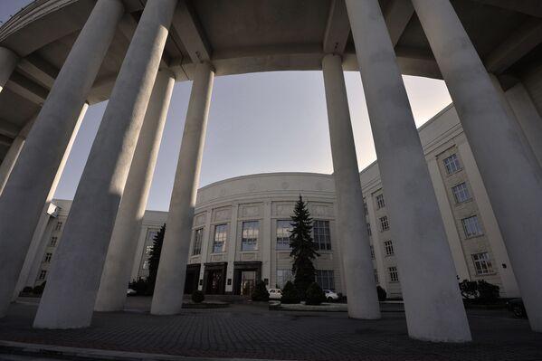 В годы войны здание сильно пострадало. Восстанавливали его под руководством того же Лангбарда. - Sputnik Беларусь