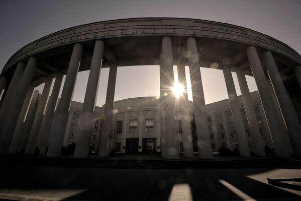 Главный корпус Академии наук проектировал Лавров, однако позже концепцию пересмотрели и доверили дело Лангбарду. - Sputnik Беларусь