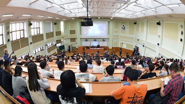 Студэнты падчас лекцыі - Sputnik Беларусь
