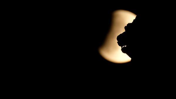 Частичное лунное затмение в Венеции - Sputnik Беларусь