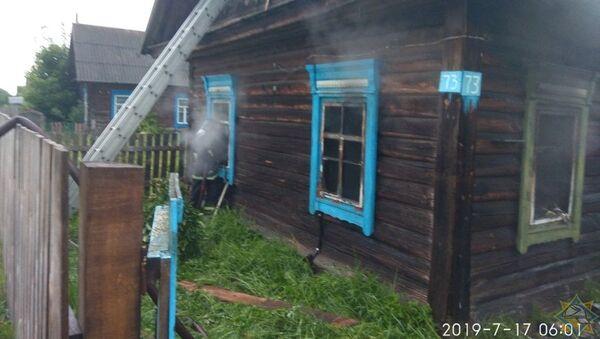 Сгоревший дом в Петриковском районе - Sputnik Беларусь