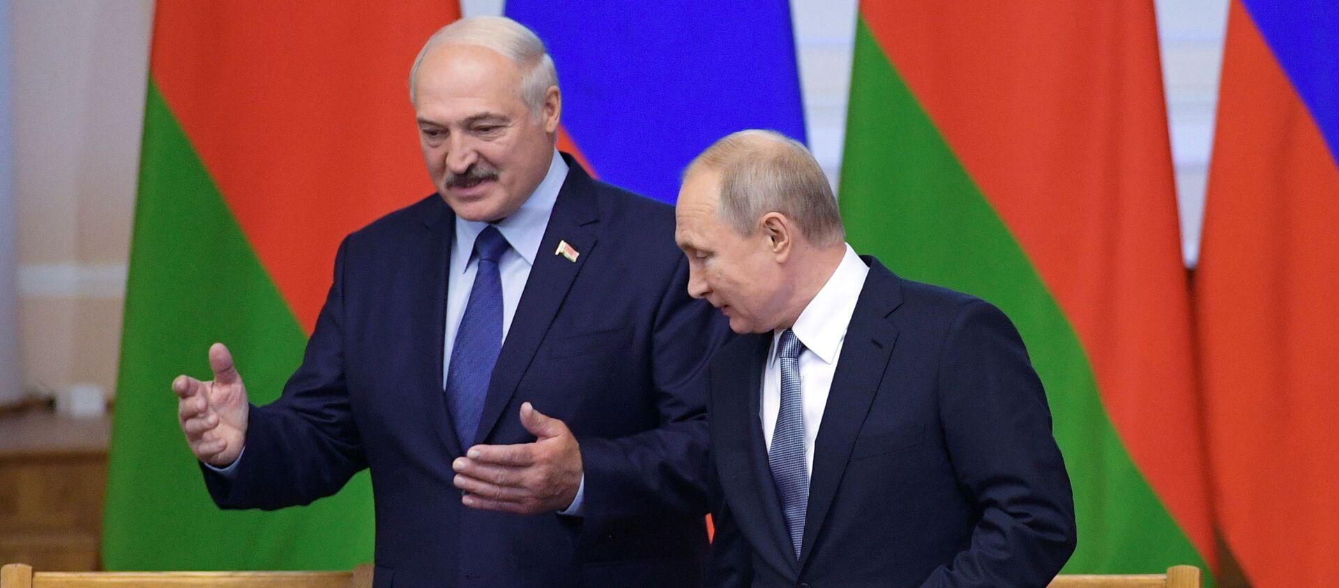 Президент РФ Владимир Путин и президент Беларуси Александр Лукашенко - Sputnik Беларусь, 1920, 18.02.2021