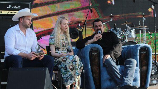 Стивен Сигал и Кирилл Шимко встретились на одной сцене - Sputnik Беларусь