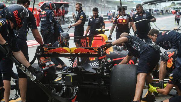 Работа механиков Red Bull Racing, архивное фото - Sputnik Беларусь