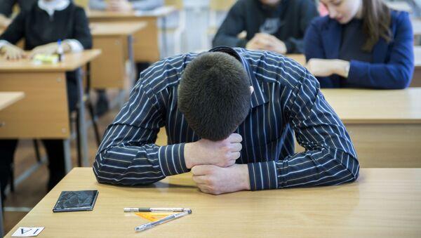 Ученик перед началом экзамена по математике - Sputnik Беларусь