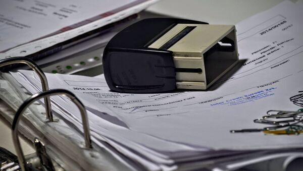 Каждая бумага, которой забиты папки в бухгалтерии, бухгалтером составлена и трижды проверена - Sputnik Беларусь