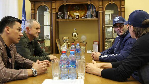 Встреча главы наблюдательного совета ХК Динамо-Минск Игоря Шуневича с тренерским штабом - Sputnik Беларусь