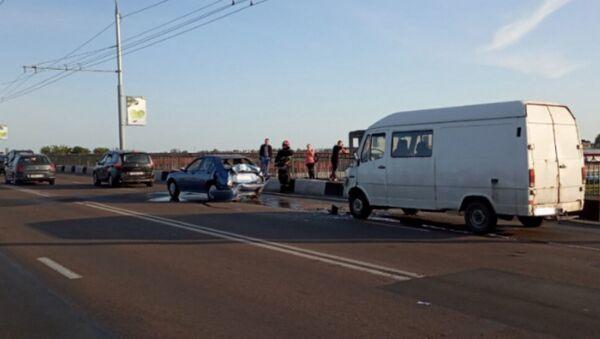 В ДТП с участием трех автомобилей пострадала девятилетняя девочка - Sputnik Беларусь